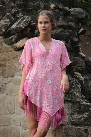 Lotty B Poncho in Crepe-de-Chine (Sand Dollar Repeat Coral)