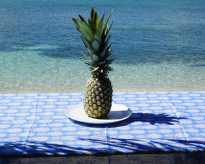 Lotty B Tablecloth & Napkin set: PINEAPPLE - BLUE - beach life
