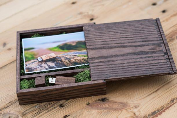 Personalized Wooden USB Flash drives &  Boxes for photo
