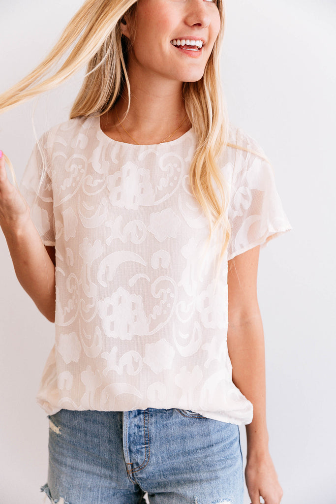 VINTAGE LACE SCOOP NECK