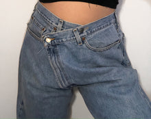 Load image into Gallery viewer, CROSS YOUR HEART Jeans