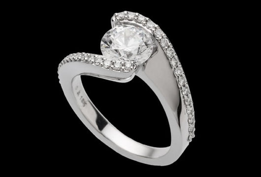 Best Choice for Engagement Ring: Platinum vs. 18-Karat Gold