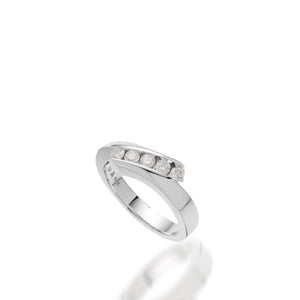 Women's 14 karat white gold Boundless Diamond Ring