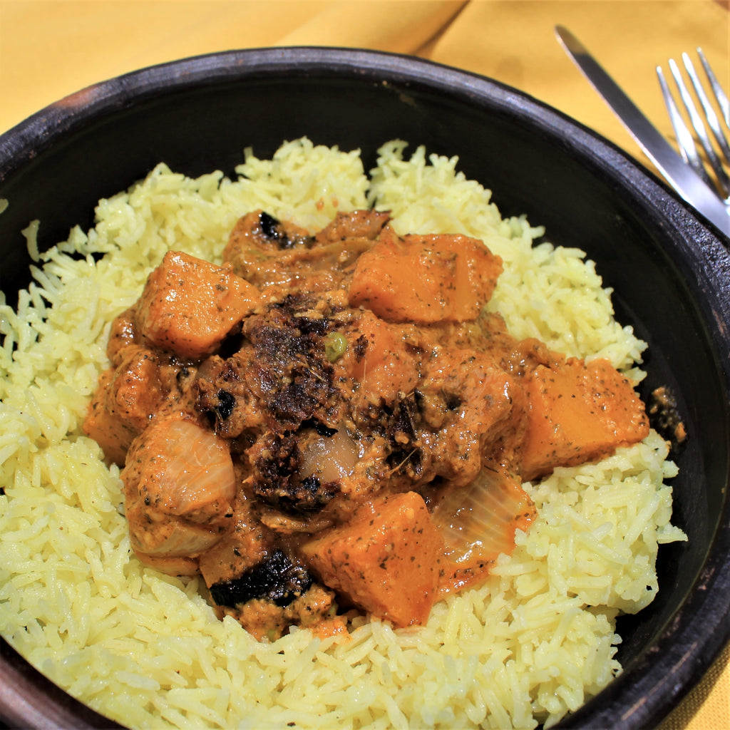 Cashew & black pepper curry on a plate
