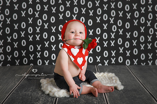 My X's and O's Valentine's Day photo backdrop