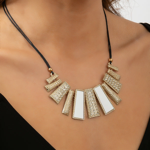 Cleo Necklace - White/Gold