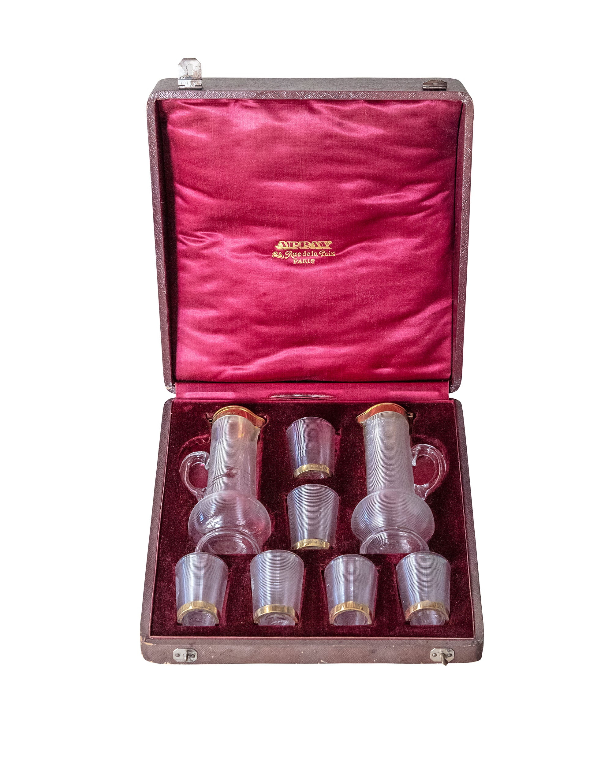 Aspay house liquor set consisting of two jugs and six Bacarrat glasses with golden edge. All in a leather case with original velvet