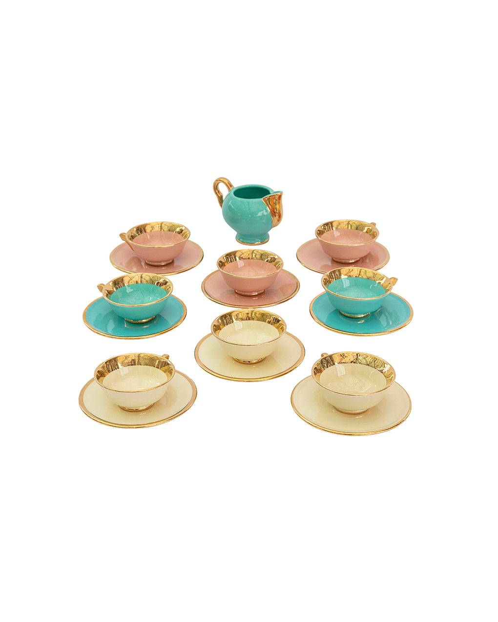 Set de porcelana con borde dorado