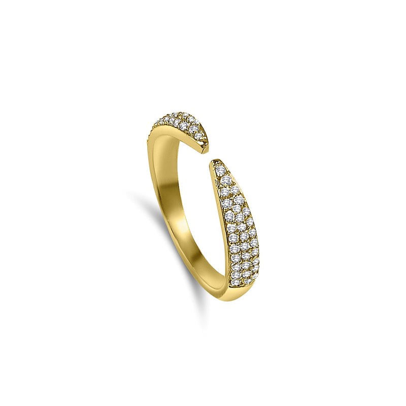 Ring with a unique style, can we worn on its own or stacked for a fierce effect! Adorned with pavé diamonds for extra sparkle. 18K solid gold