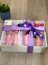 Load image into Gallery viewer, Mielle Organics Pomegranate & Honey Gift Hamper