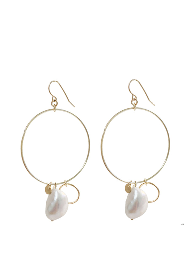 Large Ring and pearl earrings - Gold