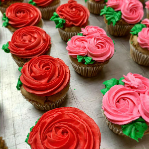 buttercream frosting rose valentine's day cupcakes
