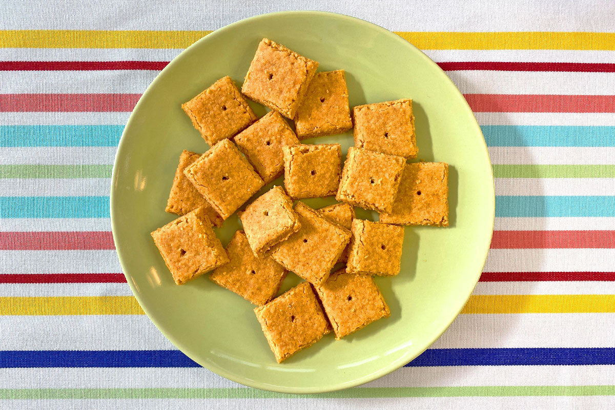 crackers on plate