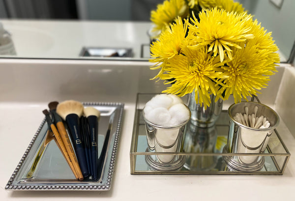 IDEAS FOR STYLING AND USING VANITY AND JEWELRY TRAYS - organizing makeup