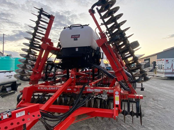 25' Krause Excellerator with a 6056 cover crop seeder