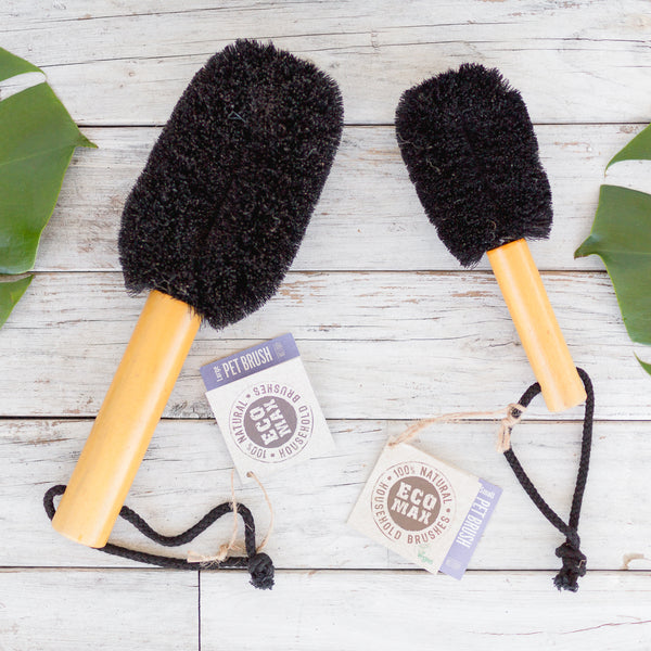 Two pet brushes with wooden handle made with coconut fibre