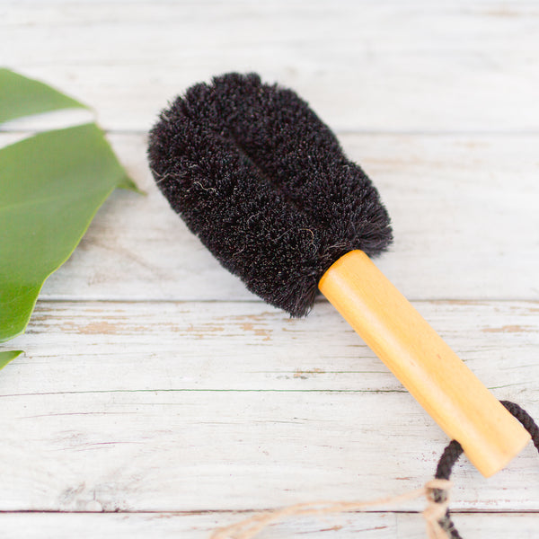 Pet brush with wooden handle made with coconut fibre
