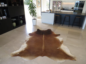 Large Cowhide - Tri colour caramel