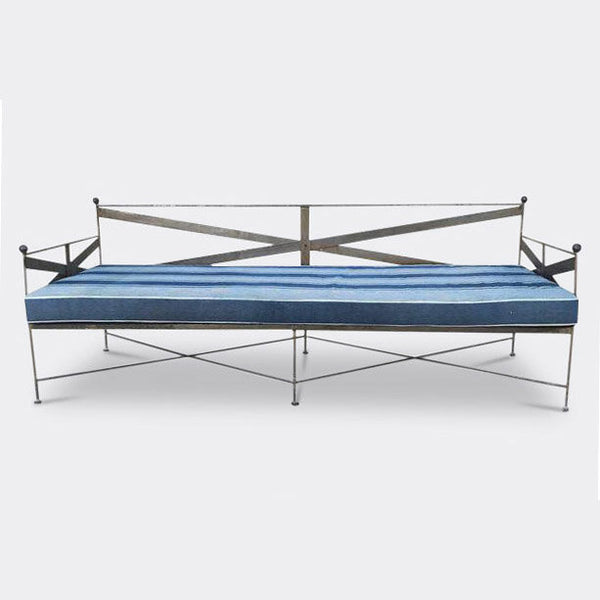 The deKor Metal Daybed