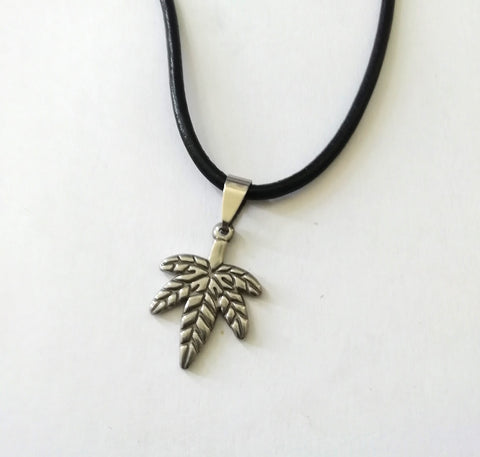 Da Leaf Necklace
