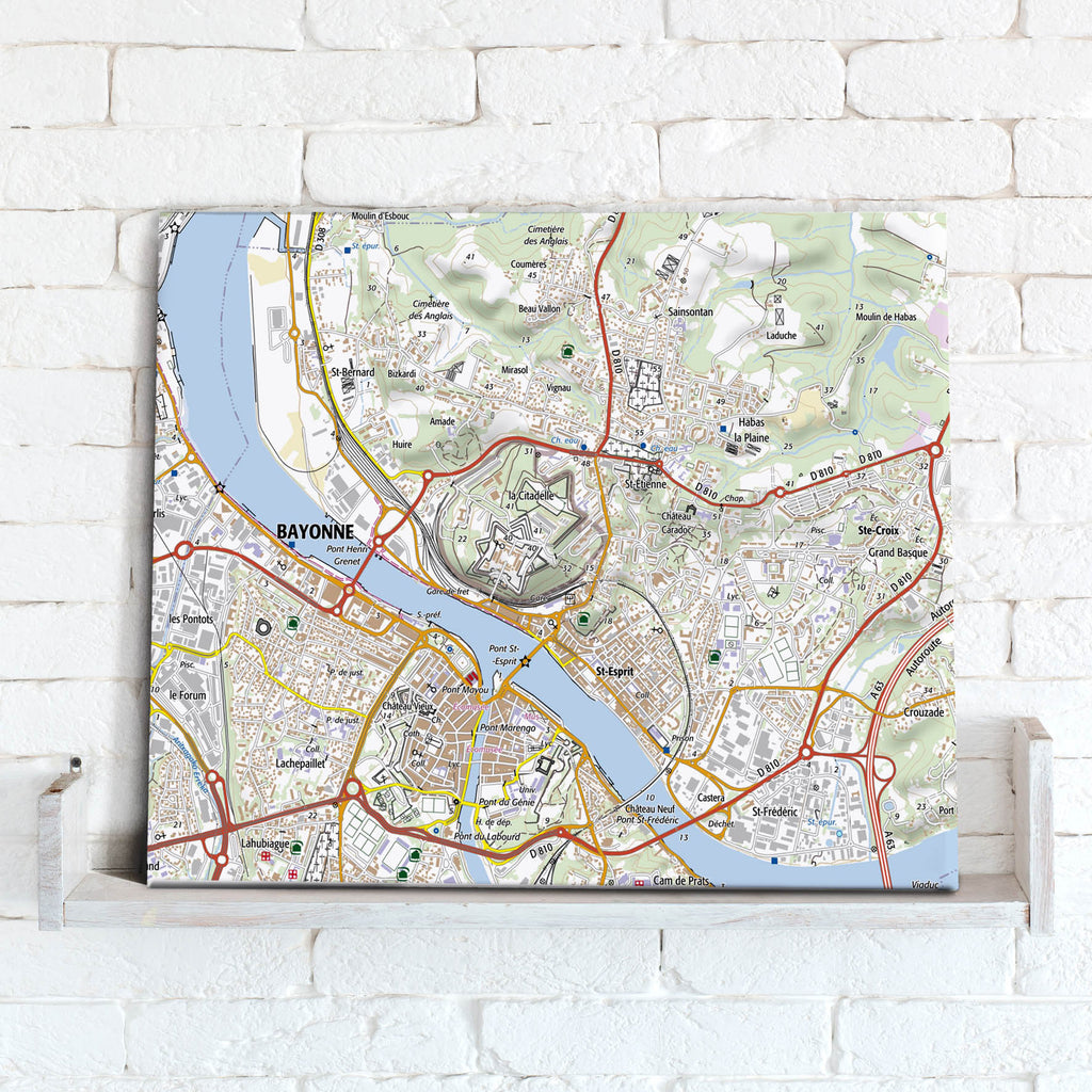 Map Canvas - France 1:25,000, postcode centred - Standard Style