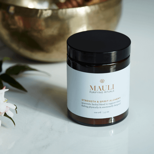 This potent herbal adaptogen helps alleviate anxiety, stabilise thyroid production, improve sleep patterns and increase virility, whilst also promoting the production of skin-plumping hyaluron, elastin and collagen for complete inside out beauty.