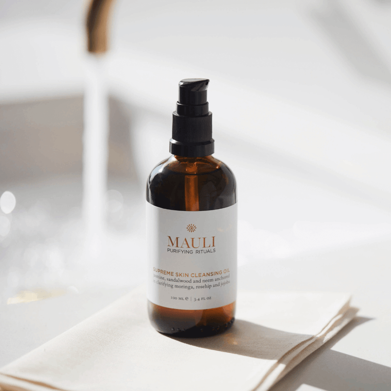 Natural cleanser elevated with vitamin E and adaptogens of neem and turmeric to protect against free radicals and balance stress-damaged skin.