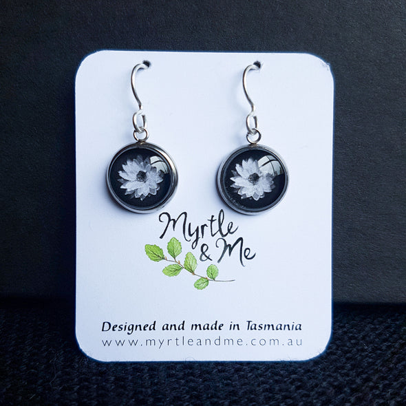Myrtle & Me – Everlasting Daisy Drop Earrings - Raw Cottage