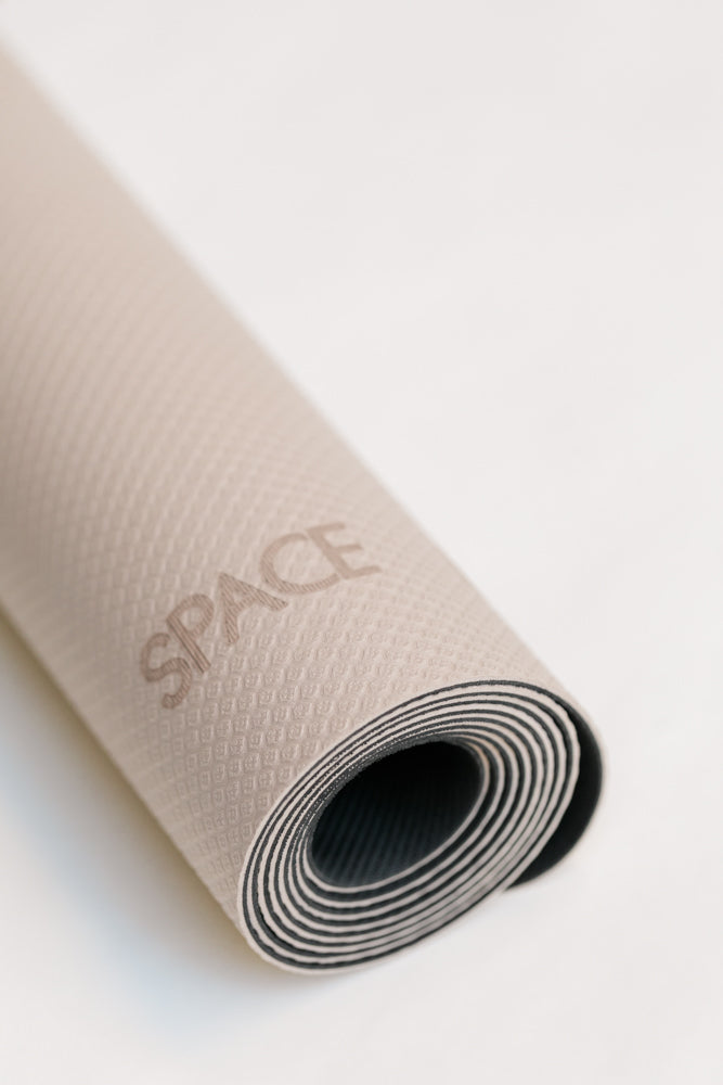 Space Btwn Lite Mat with Zip-Folio