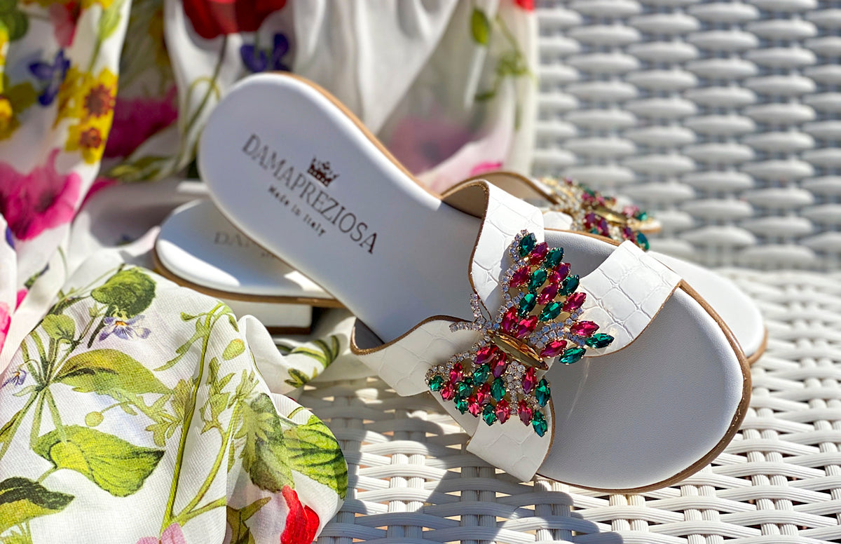 AMAPREZIOSA is proud to be the first brand to produce the real vegan jewel sandal completely cruelty free and entirely handmade in Italy following the highest Italian footwear tradition. DAMAPREZIOSA jewel sandals stand out for the innovative materials
