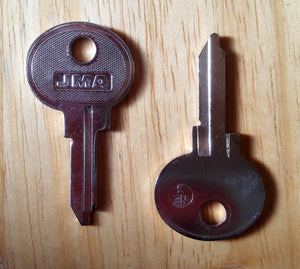 <p>Brand new key blank to fit many classic Italian, Russian and French cars and other vehicles including Fiat 850, Renault R1