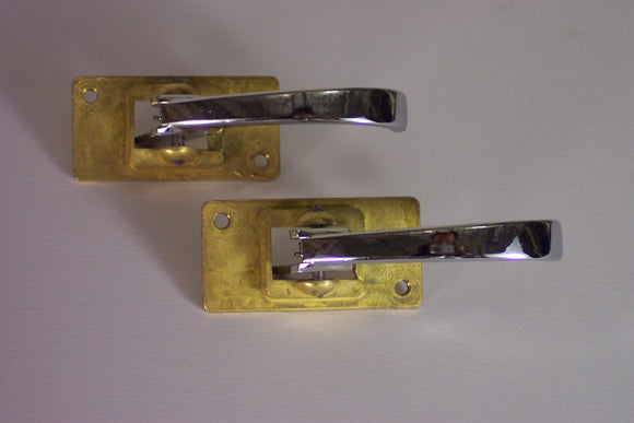 <p>Brand new set of two metal inner door handles to fit a variety of Fiat models including 127, 128, 124, 125, 131, 132, 500