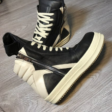 Load image into Gallery viewer, Men Shoes Ankle Luxury Trainers Thick Platform Cow Leather Boots Lace Up Casual Sneaker Zip Flats Lovers High Top Shoes Big Size - DivaJean