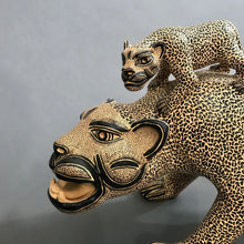 Load image into Gallery viewer, Standing Jaguar with 2 Cubs on Back