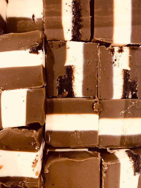 Oreo Cookies & Cream Fudge [Vegetarian Friendly]