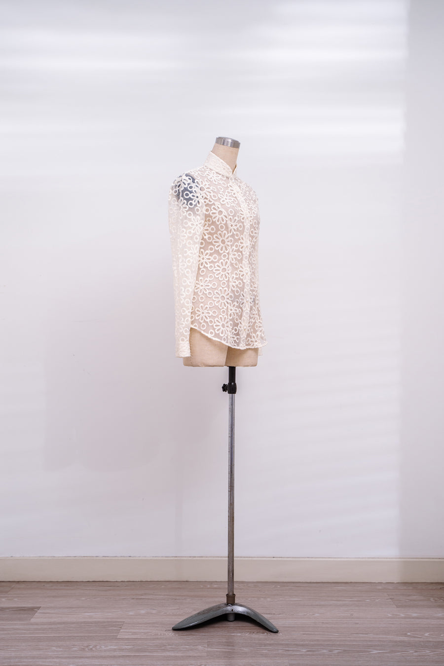 Dawn晨曦  - Off White Lace Shirt