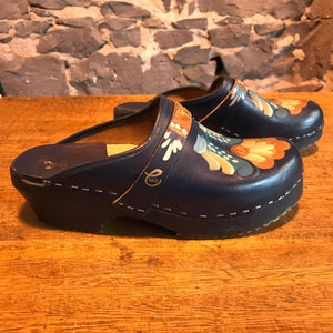 Vollsjo - Cedar SKO Women's Vintage 80's Hand Painted Clogs Made in Sweden