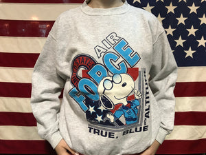 Snoopy Printed ©️1958 United Feature Syndicate, INC. SCHULZ Vintage 90's Crew Sweat by Jostens Made in USA