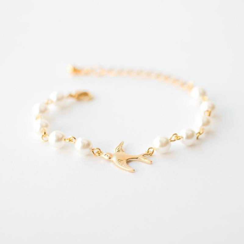 Gold pearl bracelet with bird