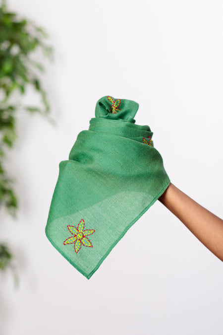 Fragrant Poetry - Long Pear Green Woolen Scarf