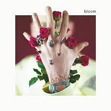 MACHINE GUN KELLY <br/> <small>BLOOM</small>