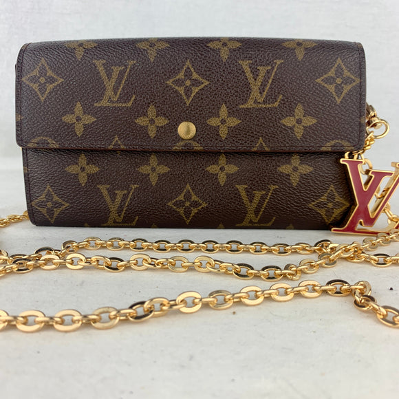 LOUIS VUITTON Sarah Wallet on Chain & Charm