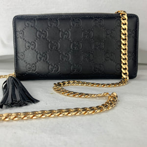 GUCCI GG Supreme Zip Wallet on Chain