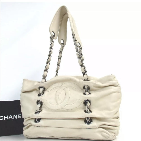 GORGEOUS CHANEL Lambskin Grommet Gathered Bag