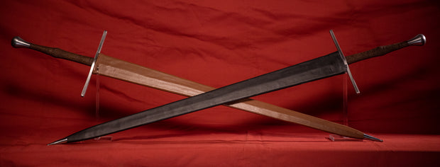 Blackfencer Steel Longsword (Horned Guard, Faceted Pommel)