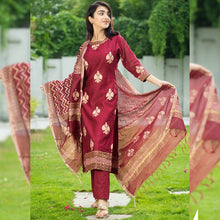 Load image into Gallery viewer, Buy 1 Get 1 Stylish Kurti Free