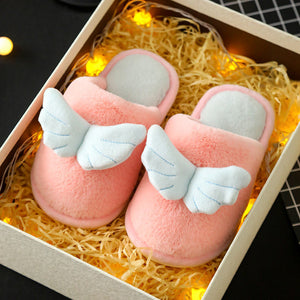 Best selling children's slippers in winter.