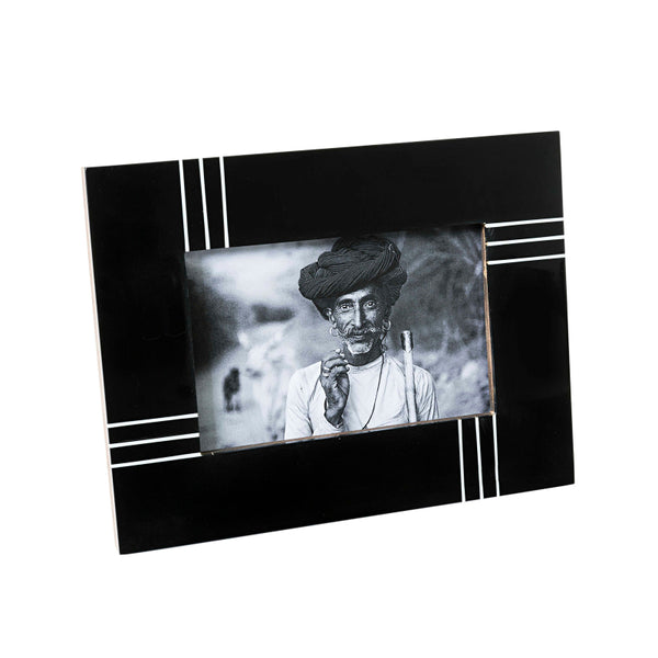 Black frame with Textured White Lines 4x6