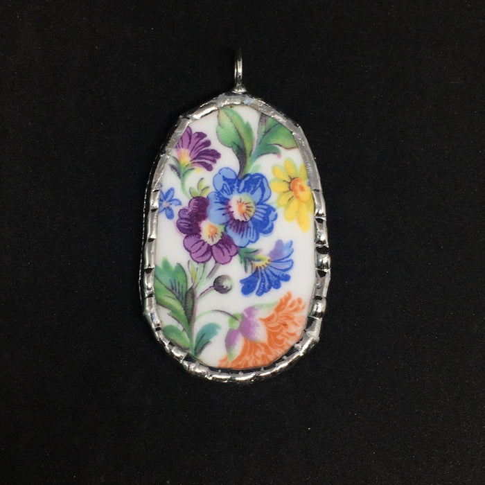 Floral oval pendant