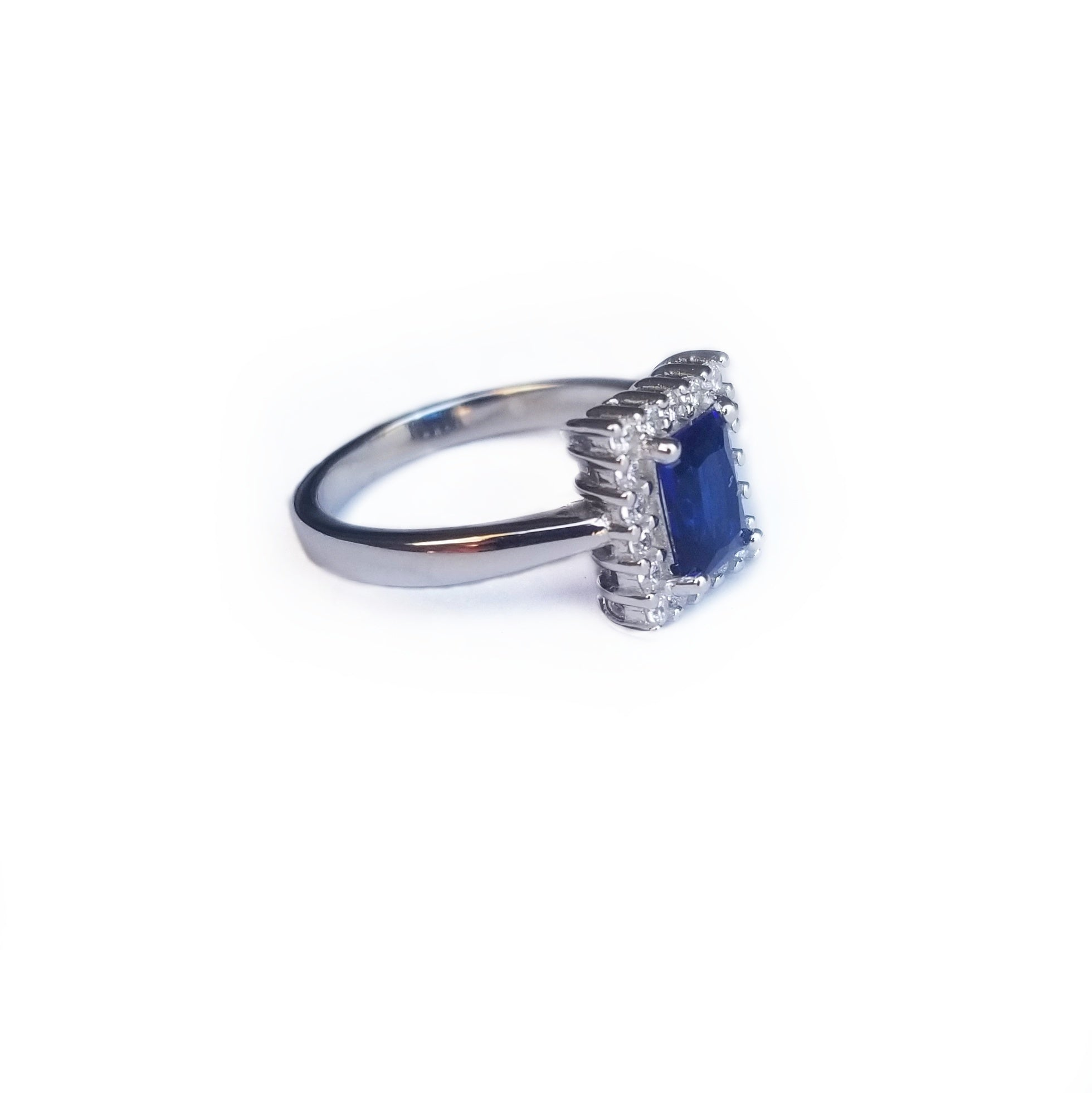 Second lateral view sterling silver ring with blue sapphire colored CZ